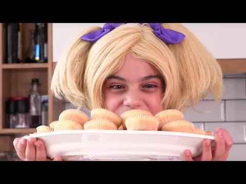 Cupcake Decorating Fail 🎂 Princesses In Real Life | Kiddyzuzaa