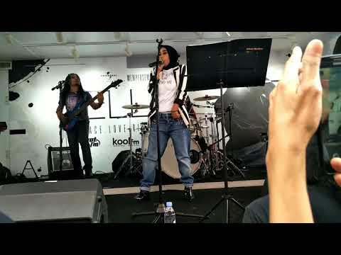 Ella (Peace Love Rindu Tour)