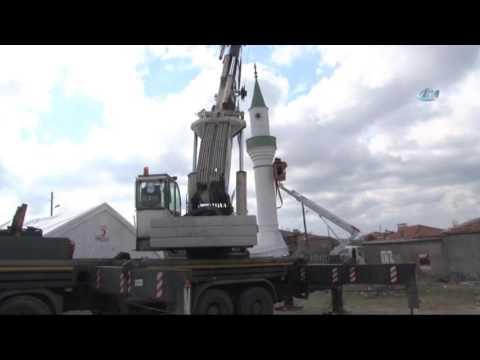 Depremde Hasar Gören Caminin Minaresi Yıkıldı