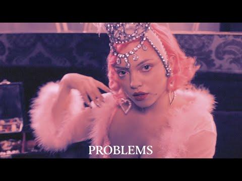 Смотреть клип Hey Violet - Problems