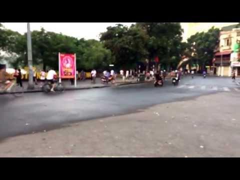 Hanoi downtown slowly starts to awaken