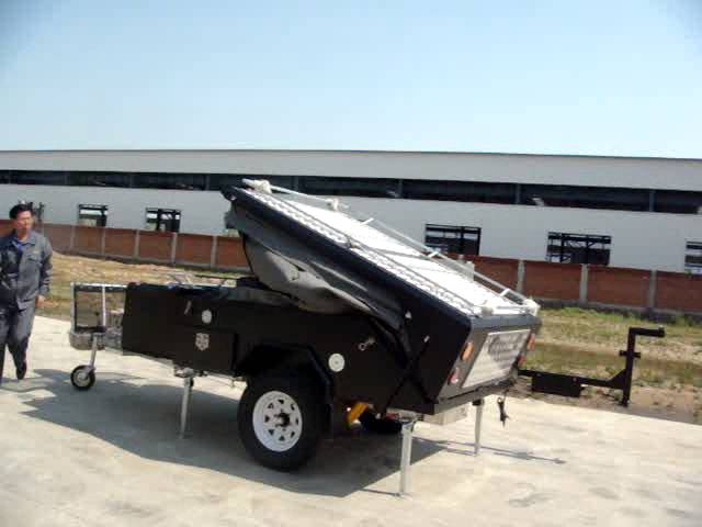 Auto close rear folding camper trailer 04E