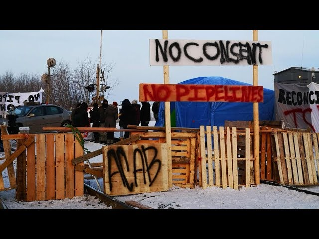 Demonstrators set up new rail blockade in Edmonton
