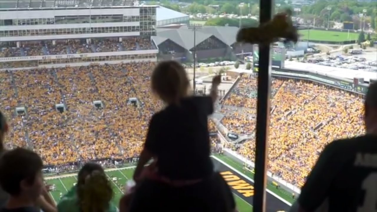 Iowa Hawkeyes' new tradition is more than just a wave | ESPN