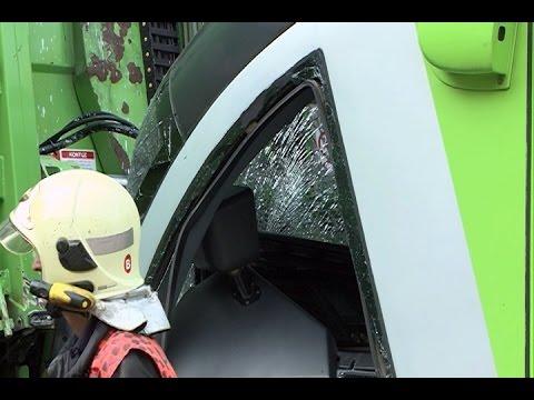Choque entre camión y tranvía se salda con 8 heridos
