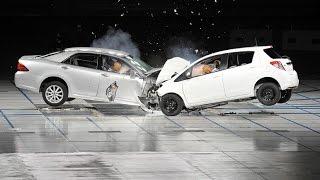 Лобовое столкновение авто на ужасной дороге!