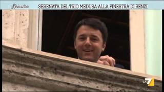 Serenata del Trio Medusa alla finestra di Renzi