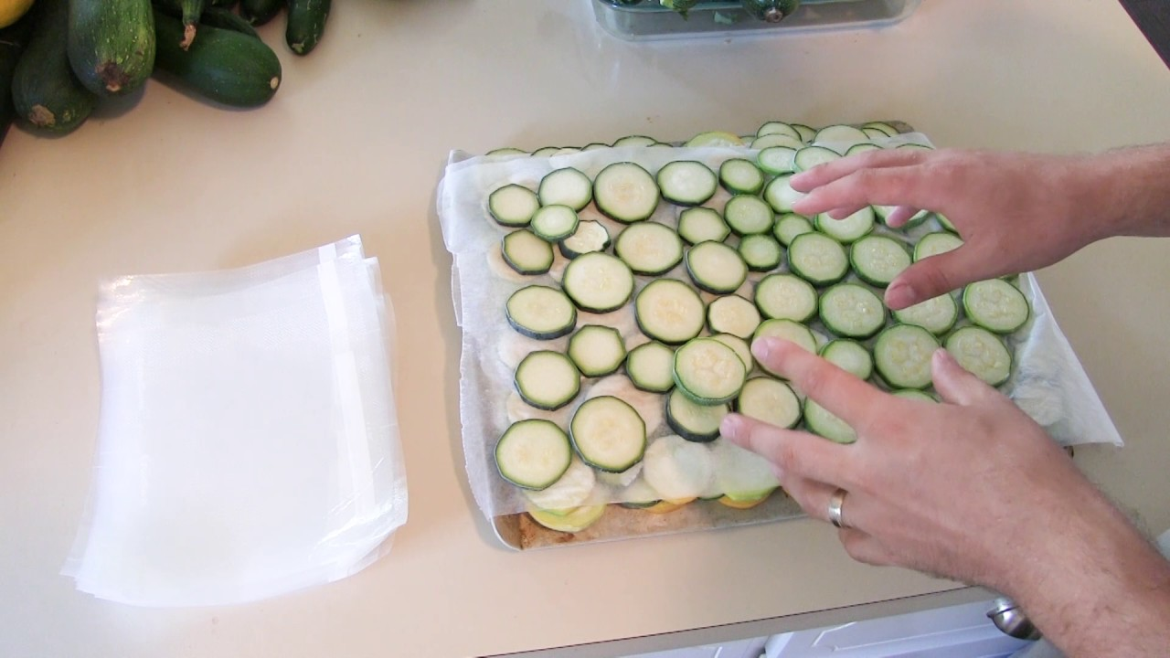 How to Freeze Squash and Zucchini Using a Foodsaver