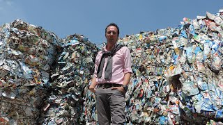 Él construyó la recicladora de plástico más grande del mundo