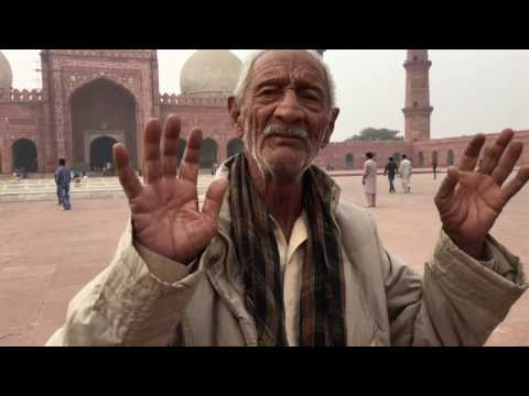 The English Tour Guide In Lahore