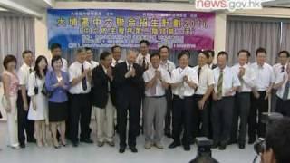 教育局局長孫明揚視察中六收生程序 (4.8.2010)
