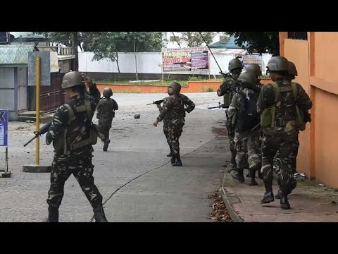 Heavy fighting in southern Philippines on national day