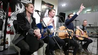 Royal Republic - When I see you dance with another (Star FM, 26.02.2016) (acoustic, live)