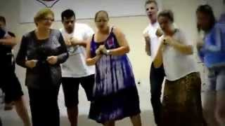 "White People Singing and Dancing to African Song ""Sisaba amavolovolo"" - Amazing"