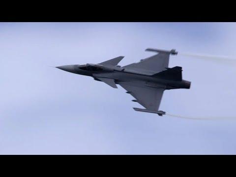 Saab JAS 39 Gripen Fighter Flies Over Farnborough – AINtv Express
