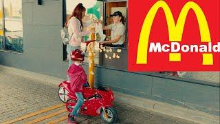 Race to Macdonals Den vs Mom