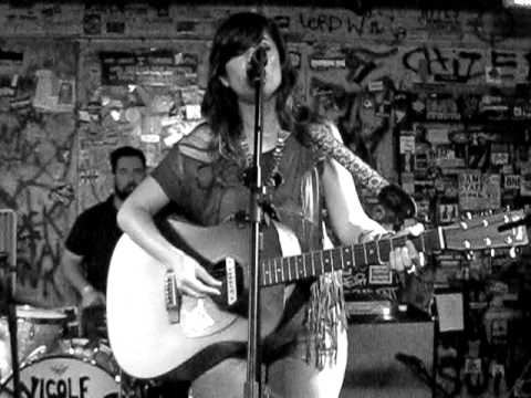 Nicole Atkins - Monterrey Honey (Cotton Mather cover)
