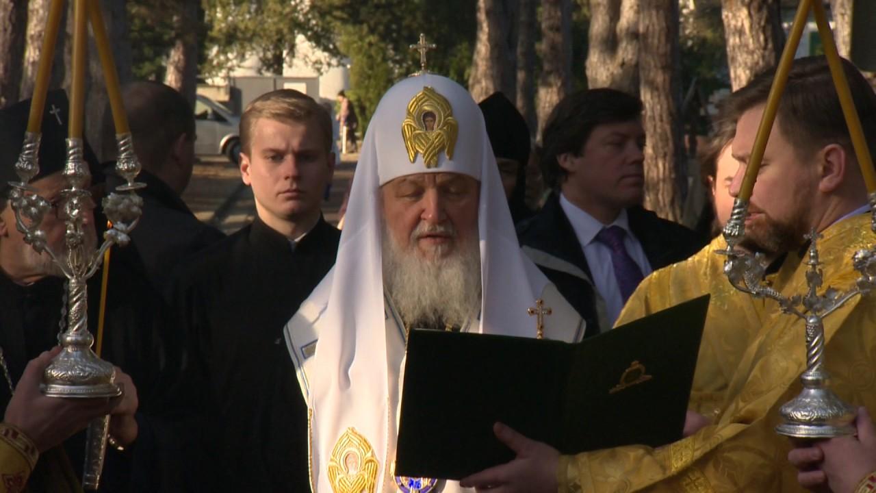 Патриарх Кирилл совершил молитву о соотечественниках, скончавшихся вдали от Родины
