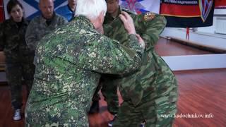 А. А. Кадочников объясняет освобождение от захвата за кисти рук(, 2013-05-23T20:00:31.000Z)