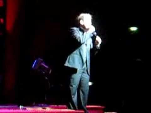 INCREDIBLE voice!!  You gotta watch - Karaoke - Spanish Song