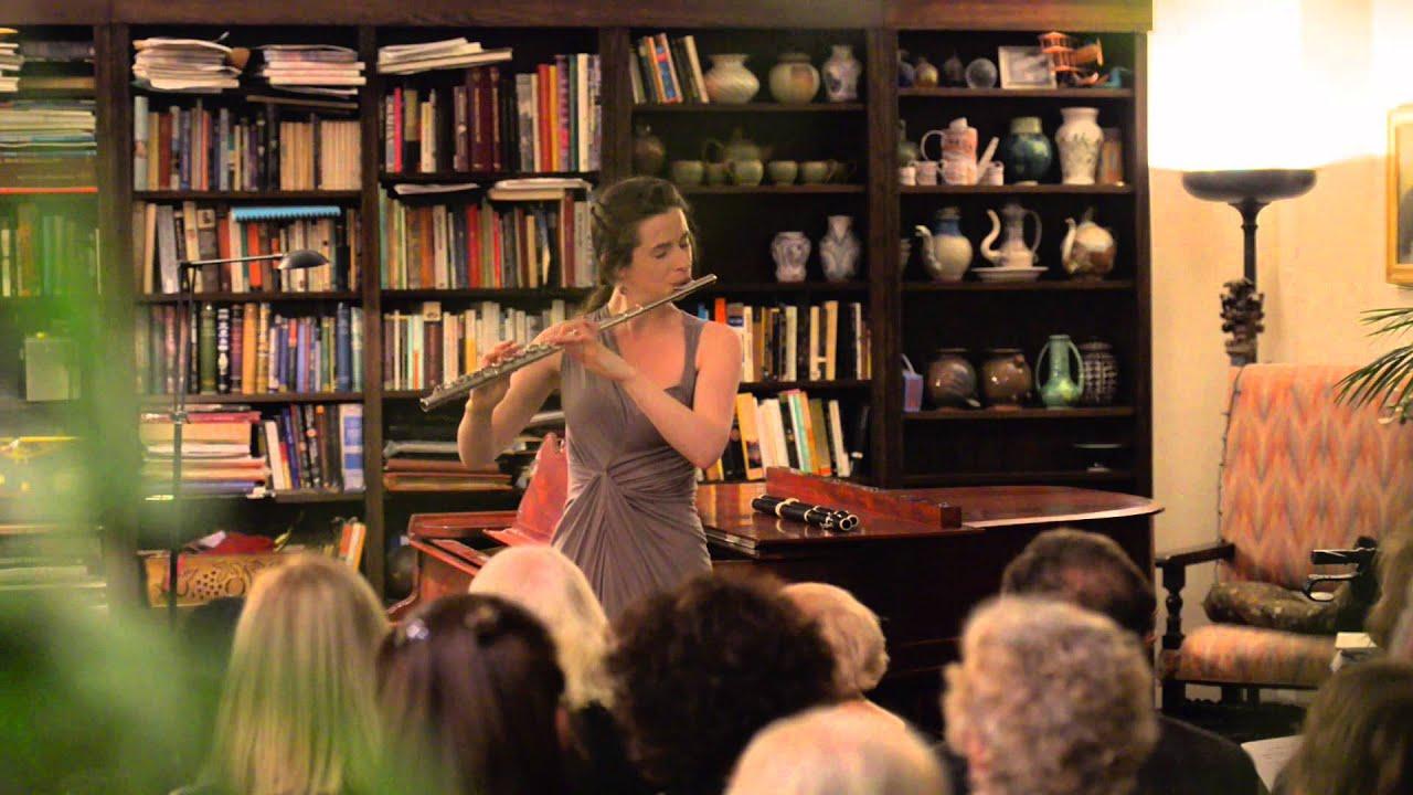 Emi Ferguson plays Paganini's Violin Caprice no.5 live on the flute