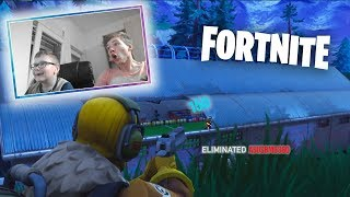 YOUNG BROTHER PLAY FORTNITE 1 kill = 10.000 V-Bucks