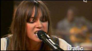 Cat Power & Buddy Guy Acoustic song - Come on in my kitchen