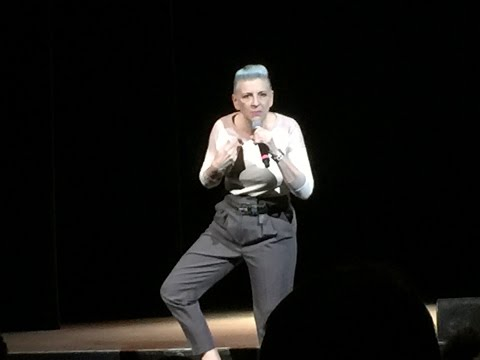 LISA LAMPANELLI disses Bieber; chats with  on tour 2016