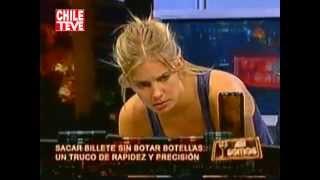 Repeat youtube video Así Somos: Javiera Acevedo hace trucos sin sostén