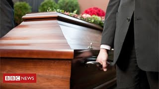 Coronavirus funerals: the cruel impact on families of the dead - BBC News