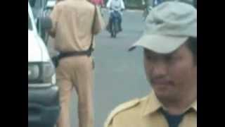 Video | Cảnh sát giao thông Long Thành Đồng Nai ăn vặt kiểu mới. | Canh sat giao thong Long Thanh Dong Nai an vat kieu moi.