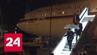 Смотреть видео В аэропорту Дортмунда машина наземных служб врезалась в самолет Ангелы Меркель - Россия 24 онлайн