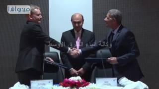 بالفيديو :هيئة قناة السويس تاجر احدي معداتها لشركه قناة السويس للحاويات