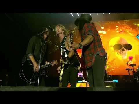 Vídeo de Guns N' Roses con Dave Grohl tocando «Paradise City»