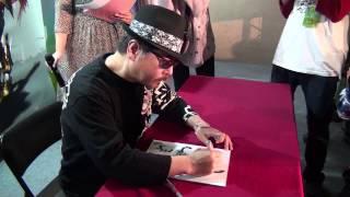 特攝界鬼才導演雨宮慶太來台簽名會,現場揮毫作畫。(20130217)