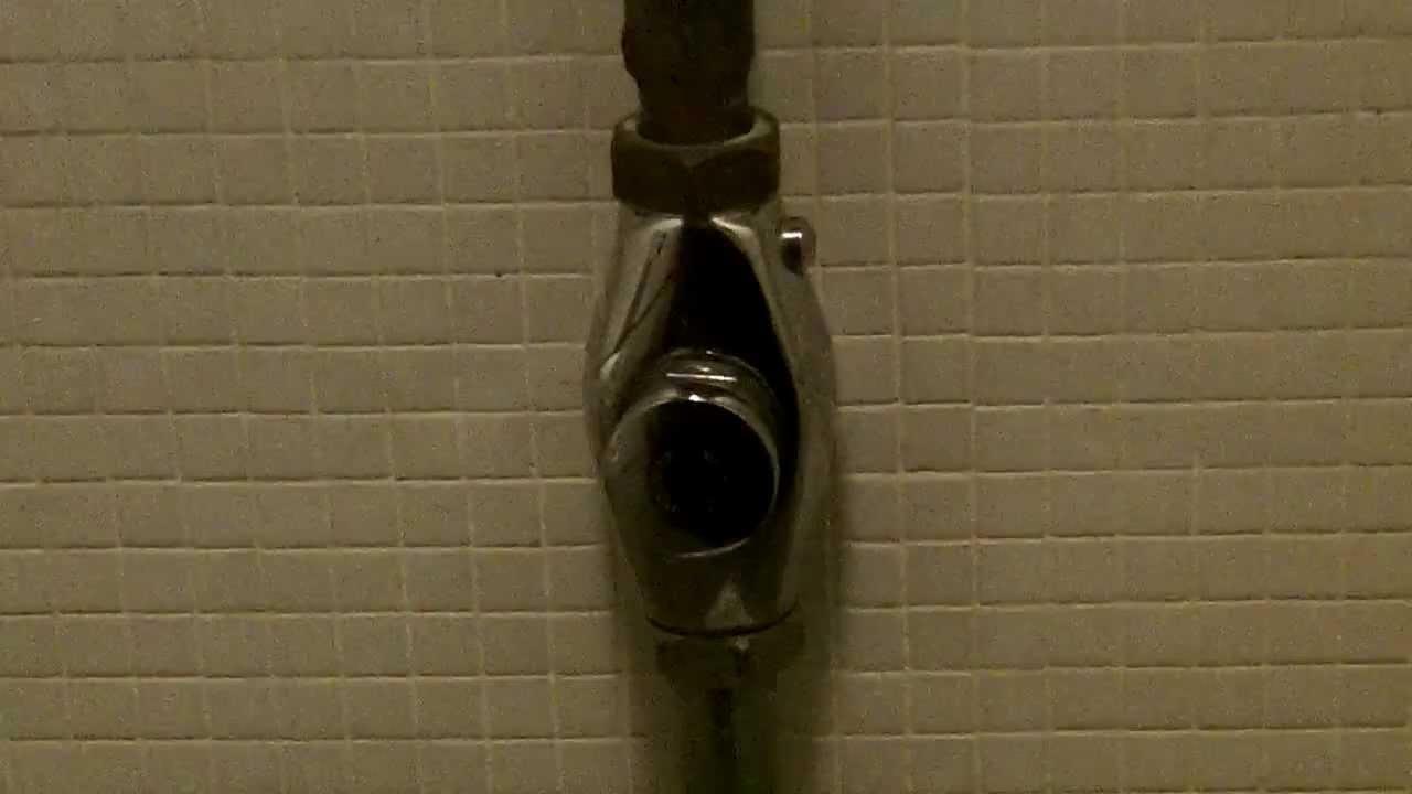 Allia Paris toilet on Presto flushometer - YouTube