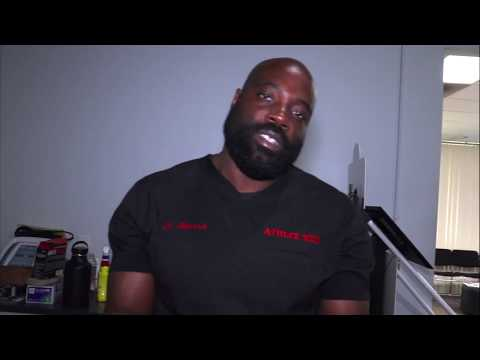Sports Doctor Eliminates Knee Pain With Special Hands - Daily Dose W/ Doc Manasseh - VLOG 1