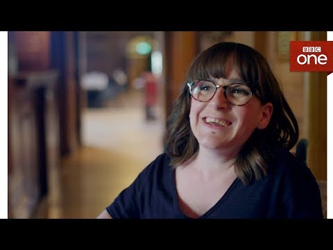 Download Youtube: Lisa Hammond discovers she isn't an EastEnder - Who Do You Think You Are? Series 14 Episode 9