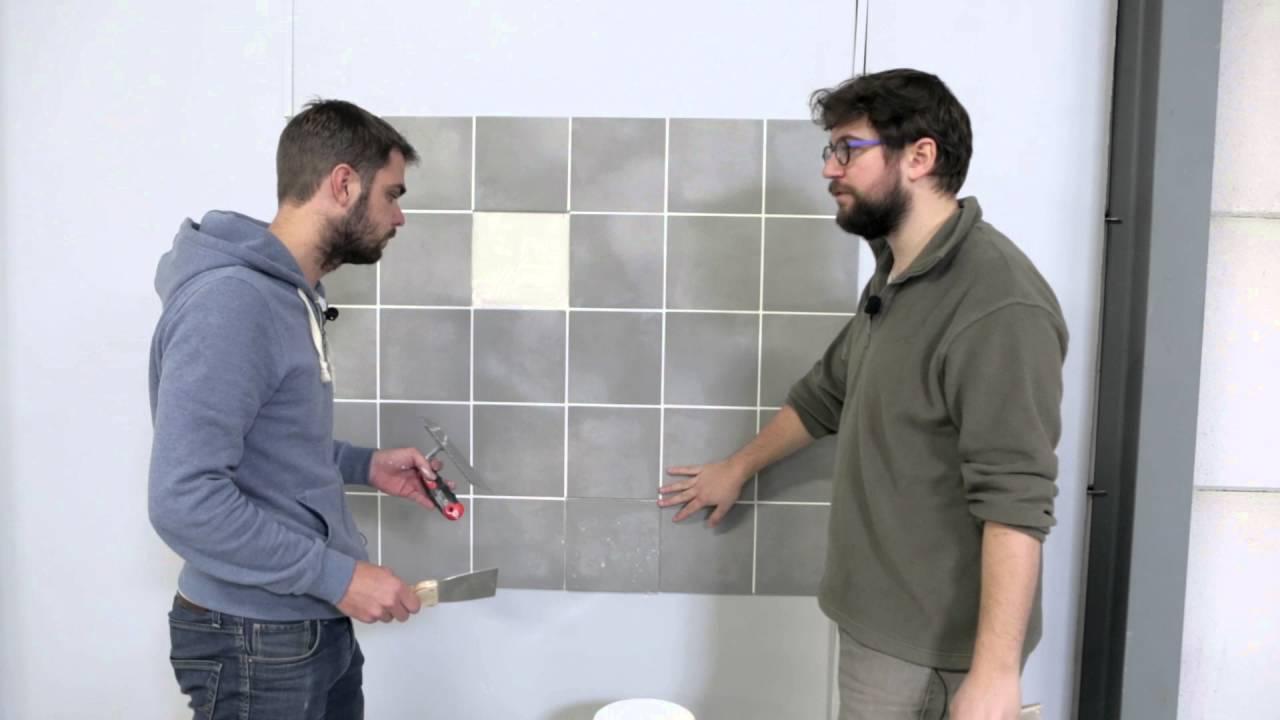 astuce comment recoller un carreau de faience avec de l enduit youtube. Black Bedroom Furniture Sets. Home Design Ideas