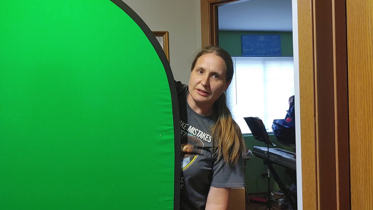 How To Quickly Fold A Portable Green/Blue/Chroma Screen
