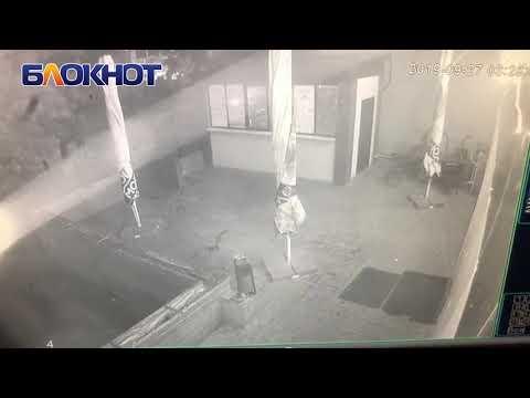 Момент стрельбы у ночного клуба «Кураж» запечатлела камера видеонаблюдения