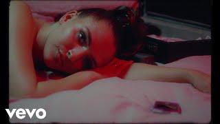 Смотреть клип Mae Muller - Busy Tone