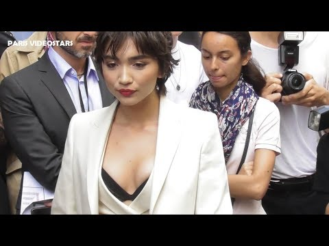 VIDEO Rowan BLANCHARD attends Paris Fashion Week 1 july 2019 show Schiaparelli