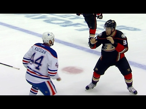 Thumbnail: Ritchie answers to Kassian for big hit on Russell