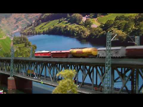 Superb Model Railroad Diorama: Double deck road and rail bridge for model trains in Z scale