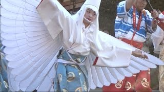 3日、東京・台東区の浅草寺で「白鷺の舞」が奉演された。浅草寺の本坊...