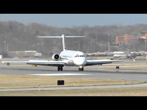 Ameristar Jet McDonnell Douglas MD-83 Landing Kansas City Do