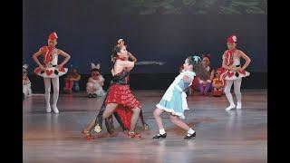 田舎の小さなダンススクール〜Principal Swan〜 ダンスとバレエのコラボ作品。 第2作目、大作品【不思議の国のアリス】 40人にも満たないメンバーで3歳〜大人が出演し ...