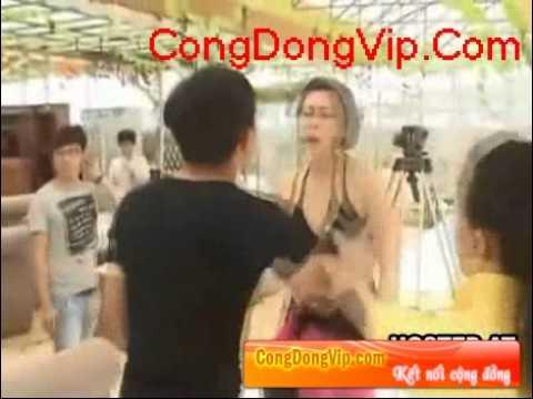 [congdongvip.com] clip danh ghen lot ao ban gai giua dam dong.flv
