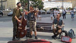 Смотреть Уличные музыканты на Арбате онлайн